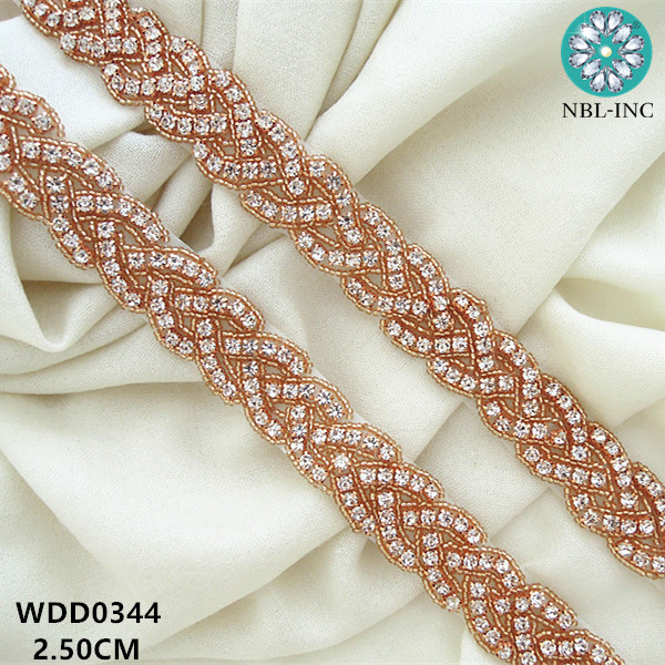 Ceinture en ceinture à perles et strass | Longueur 1 cour, perlée à la main, argent, bordure en appliqué sur la robe de mariée pour la mariée WDD0344