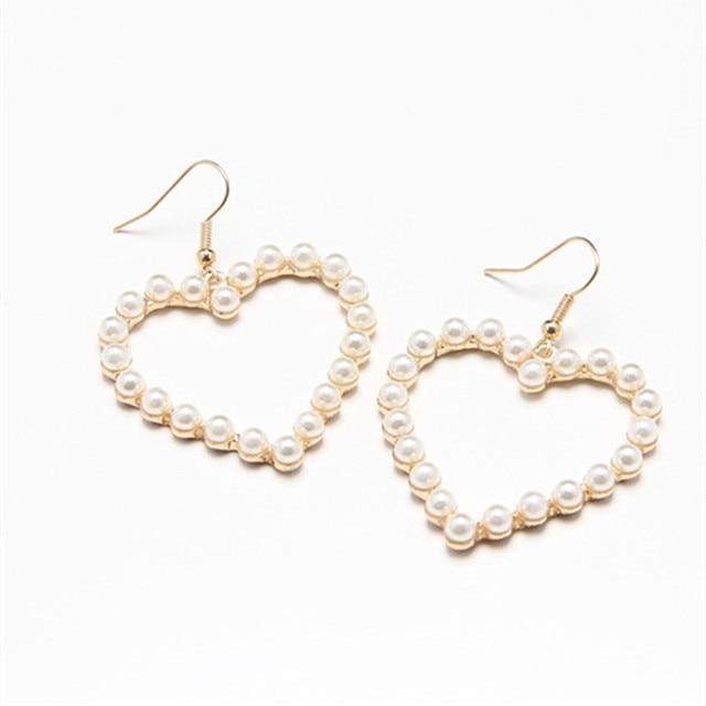 Pendientes de perlas accesorios de moda combinación de perlas dulce y abrigadora perla ahueca hacia fuera durazno corazón colgantes pendientes para mujer