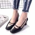 2017 Nueva Llegada Del Dedo Del Pie Cuadrado Zapatos de Tacón Bajo Color Beige Negro PU Importado de Espesor de Tacón Alto Bombas 5 cm Sexy Remaches