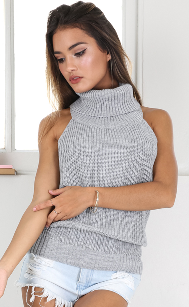 2ffd037837b55 MUZEAL Backless Woman Sweater Free Size One Size Fits All High Neck Turtle  Neck Sleeveless Knitted Halter Sexy Girls Sweater 80-in Vests from Women s  ...