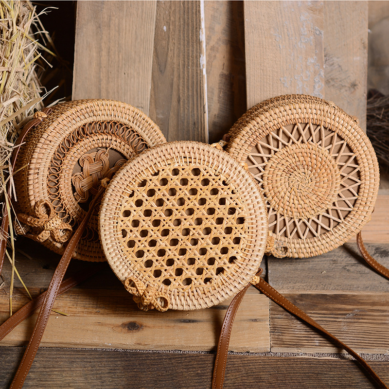 Vintage Handmade Rattan Woven Shoulder Bags Pu Leather Straps Bow Hasp Holiday Beach Crossbody Bag
