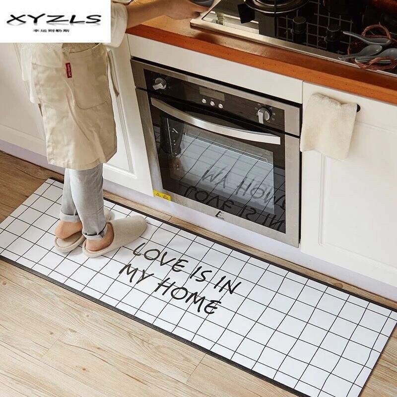 XYZLS noir et blanc tapis de sol Love's dans ma maison imprimé tapis de cuisine maison paillassons pour maison salon anti-dérapant Tapete