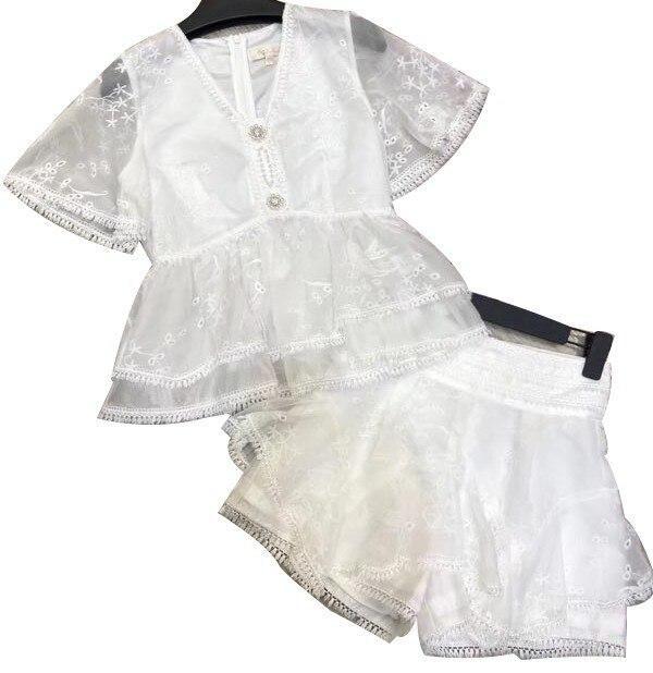 TWOTWINSTYLE Summer เย็บปักถักร้อยผู้หญิง 2 ชิ้นชุด V คอสั้นแขนเสื้อสูงเอวกางเกงขาสั้นหลวมกางเกงขาสั้นหญิงชุดแฟชั่น-ใน ชุดสตรี จาก เสื้อผ้าสตรี บน   3