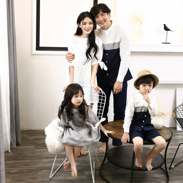 2019 Family Matching Outfits Mother White Dress Daughter Grey Dresses Father son T shirts Blouse Family Vacation Clothes D1 10 1