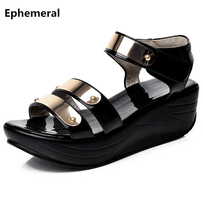 Zapatillas de plataforma para mujer con remaches, cuñas, sandalias, zapatos de mujer 2017 sandalias mujer en verano con punta abierta de charol negro 42 41