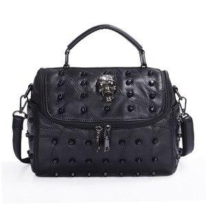 Image 1 - JIEROTYX sac à main en cuir de mouton véritable pour femmes, sacoche à bandoulière à rivets, crâne, fourre tout pour voyage, gothique noir