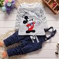 2017 Nova Primavera Menino Mickey Listrado conjuntos de Roupas Terno Do Bebê 1-3years Baby T-Shirt + Calças Suspender 2 pcs festa formal