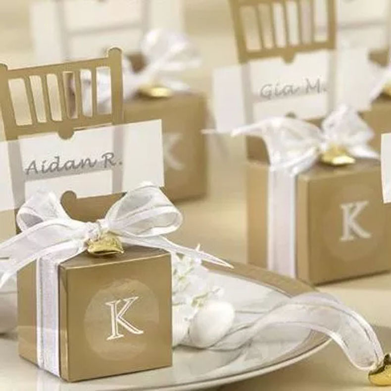 Dozzlor 100pcs/lot Golden/Silver Chair Candy Boxes Favor Gift Box With Ribbon & Pendant Wedding Decoration Baby Shower Boxes