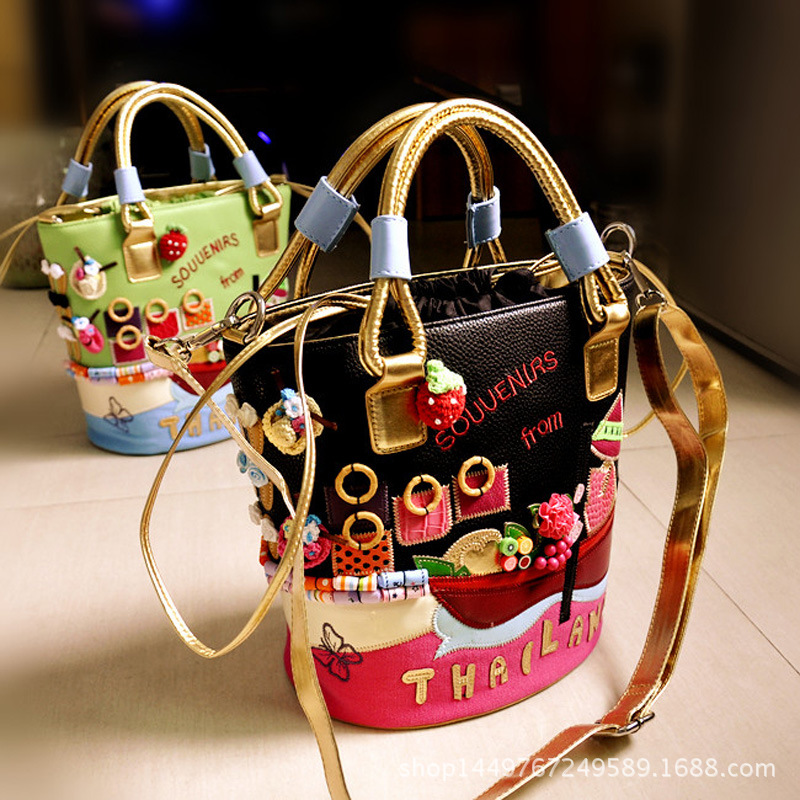 Ladies handbag shoulder bag hand embroidery three-dimensional decorative bucket bag handbagsLadies handbag shoulder bag hand embroidery three-dimensional decorative bucket bag handbags