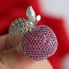 مجوهرات شتوية عالية الجودة ماركة أشجار حمراء إكسسوارات ملابس نسائية دبوس ياقة على الموضة دبوس طية صدر