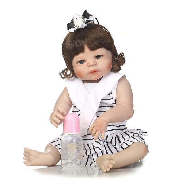 42d472df6 Boneca BeBe Reborn Lifelike Bebê Reborn 55 cm Realista Artesanal Bebê  Menina Vestido Branco De Corpo