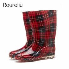 Rouroliu Femmes Confortable Non-Slip Bottes de Pluie De Mode Étanche Chaussures  Bottes En Caoutchouc D eau Plat Talons Plaid Rai. 1c1ec90f6d19