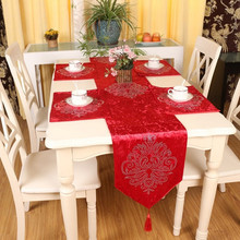 Euro Style Luxury High Grade Velvet Table Flag Hot Fix Rhinestone Classical  Floral Table Runner For Wedding/party Decoration Q79