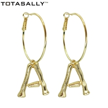 TOTASALLY Fashion Golden Alloy A-Z 26 Bamboo Initail Hoop Earrings Alphabet Ear pendientes iniciales Letter