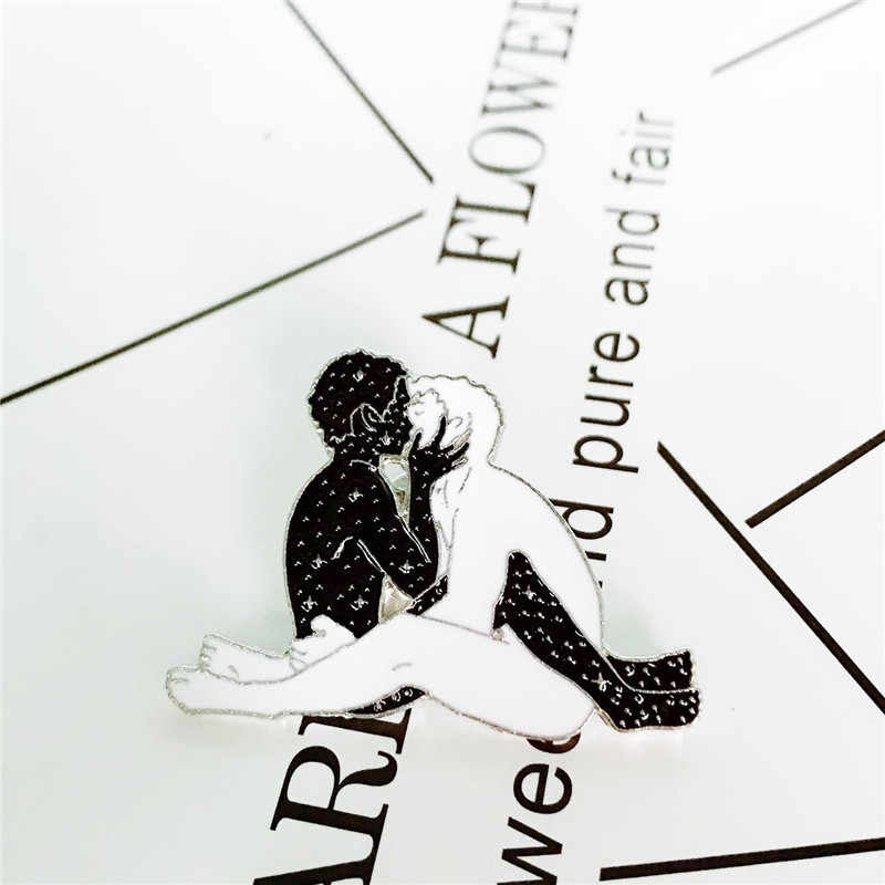 Coppie di modo spille Per le donne Bianco uomo e stellato donna baciare smalto pins Cappotto Denim giacche gioielli distintivo del collare libera il trasporto