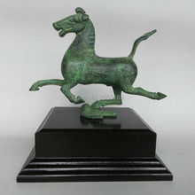 Home Decoration Chinese Antique Bronze Green Copper Horse Stepped Swallow Lucky Statue Christmas Decor Crafts Sculpture