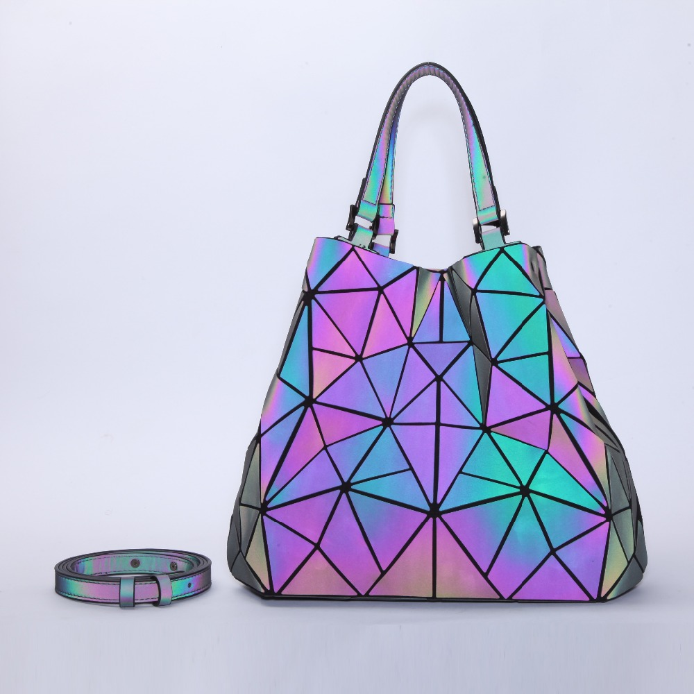 цена Geometric Reflective Bag Holographic Luminous Tote Bag for Women