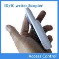 La MÁS NUEVA VERSIÓN de Mano 125 Khz 13.56 MHZ RFID Copiadora Duplicadora ID lector de tarjetas IC escritor + 2 unids 125 KHZ EM4305 + 1 UNIDS keyfobs ID