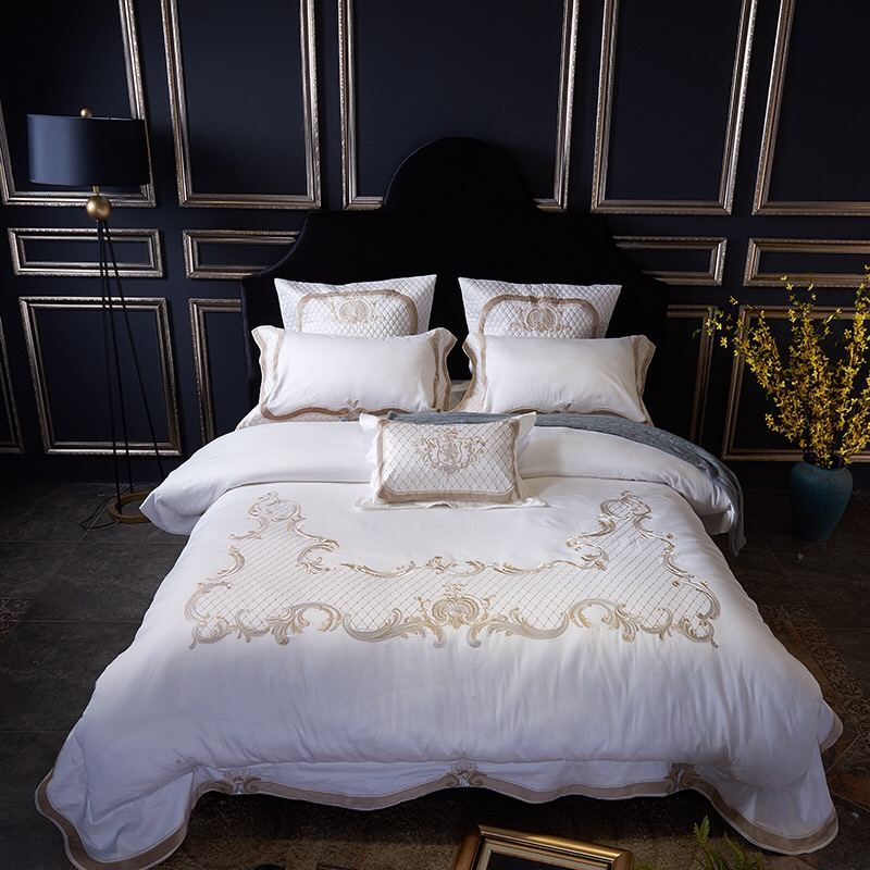 2018 New Egyptian Cotton Embroidery Luxury Bedding Sets King Size 4/7Pcs Duvet Cover set Queen BedSheet /Pillowcase bedlinens