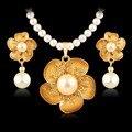 Europeu Na Moda Conjuntos de Jóias Mulheres Banhado A Ouro Brincos de cristal Colar de Moda imitação de pérolas casamento dubai Jóia Da Flor