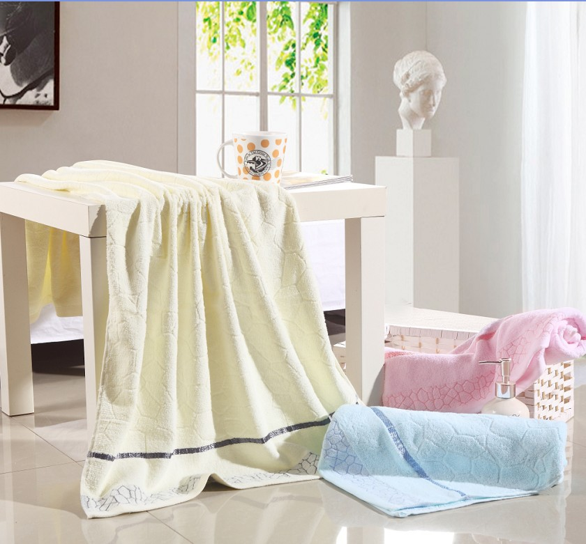 e910720b8 الجملة من 100% ٪ بالغين حمام منشفة حجم 70x140 سنتيمتر للاستحمام 350 غرام  لكل قطعة الجاكار 4 الألوان للاختيار (bh18)