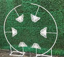 купить New tieyi ginkgo leaf road leading arch wedding props decoration stage background window decoration T stage road leading flowers дешево