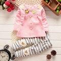 Новорожденных Девочек Устанавливает 2 шт. Новая Коллекция Весна Красочные Цветы Пальто + Сердца Брюки Однобортный 6M-3Y для Детей детская Одежда Одежда костюмы