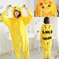 Envío gratis Encantadora Unisex Mujeres Hombres Adultos Dormir Tops Partido de Cosplay Animal de La Historieta Pijamas Camisón Robe Pikachu Pijamas ropa de Dormir
