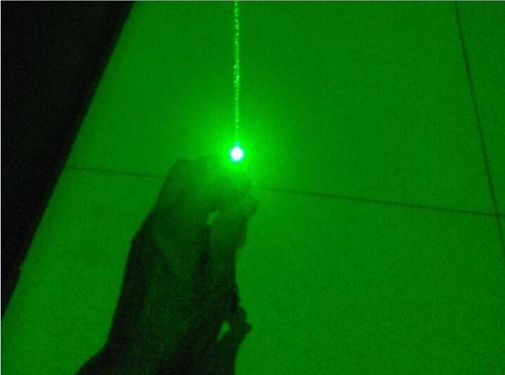 Green Laser Pointer 500000mw 500w High Power Focusable Can Burn Match,Burn Cigarettes,Pop Balloon,Laser 303
