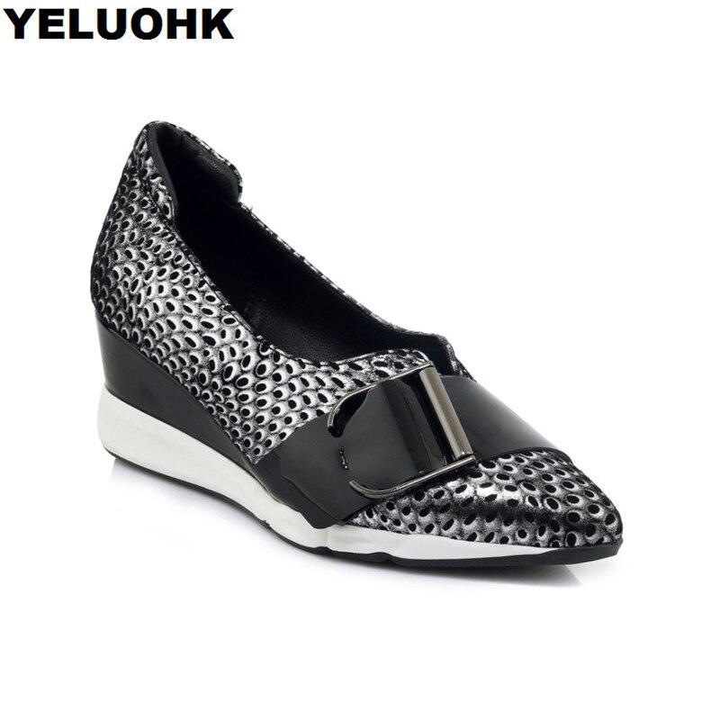 แบรนด์ใหม่หัวเข็มขัดหนังแท้รองเท้าผู้หญิงรองเท้าส้นสูงแฟชั่นชี้นิ้วเท้ารองเท้าลิ่มผู้หญิงปั๊มใบบนรองเท้าสุภาพสตรีฤดูใบไม้ร่วง-ใน รองเท้าส้นสูงสตรี จาก รองเท้า บน   1