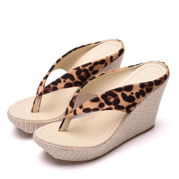 Crystal Queen Fashion Summer Style Women Sandals High Heels Flip Flops Beach Wedge Sandals Leopard Print Platform Wedge shoes 2