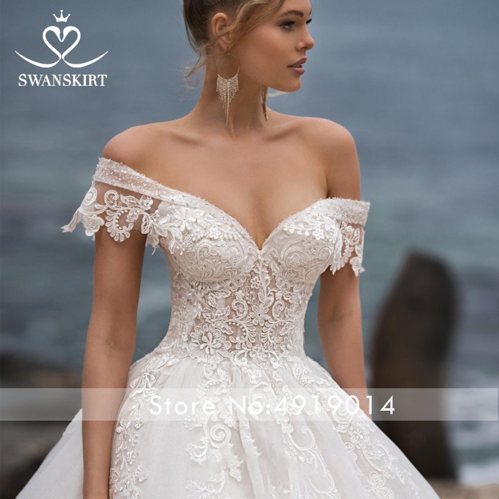 Image 3 - Swanskirt Sweetheart Ball Gown Wedding Dress 2019 Sexy Appliques lace Flowers Royal Train Tulle Bride gown Robe De Mariage N104-in Wedding Dresses from Weddings & Events