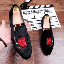 Embroidery Lace Loafers Shoes Flats for men Slip on Dress Wedding Shoes Black Groom Drving Derby Shoes Man Korean Style New 2018