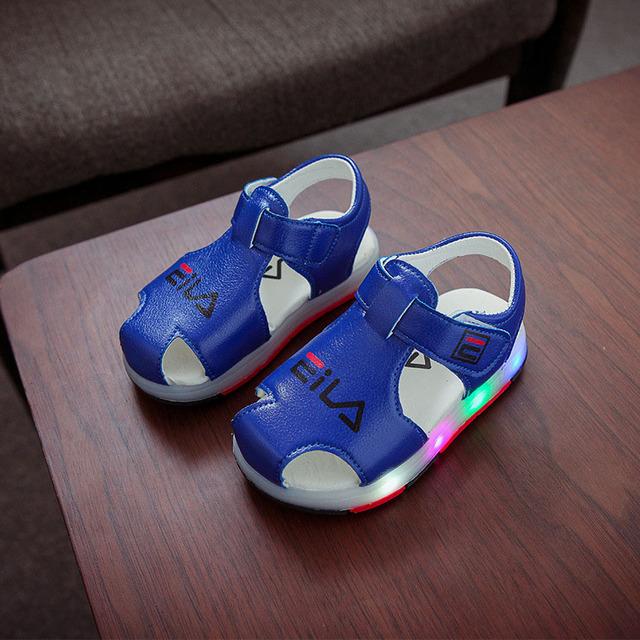 Sandales de sport lumineuse pour bébés