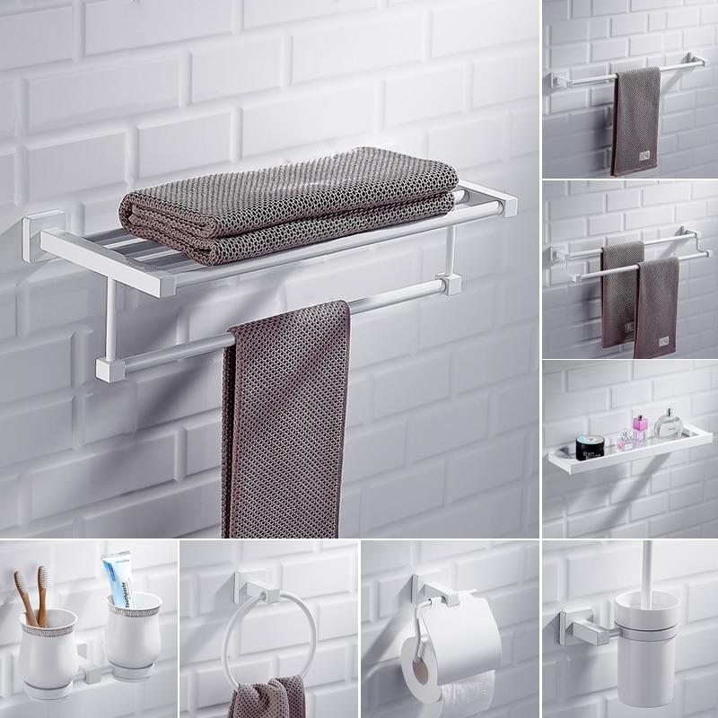 Einfache Robe Haken Kreative Bad Ecke Körbe Nordic Weiß Edelstahl Lagerung Rack Wand Hängen Hardware Anhänger Set