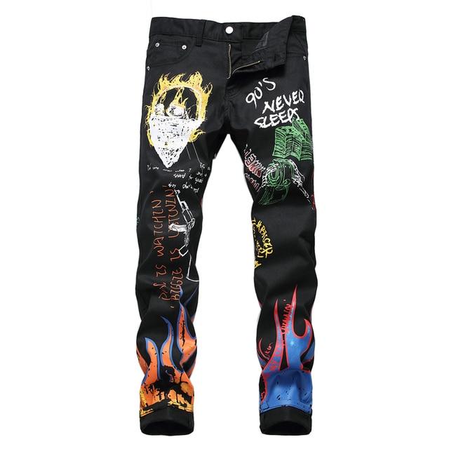 Sokotooแฟชั่นผู้ชายตัวอักษรเปลวไฟสีดำพิมพ์กางเกงยีนส์Slimตรงสีทาสียืดกางเกง