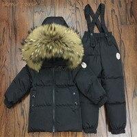 Русской зимы Комплект детской пуховой одежды дети енота меховой воротник Куртки + комбинезоны костюм для мальчиков и девочек лыжный компле