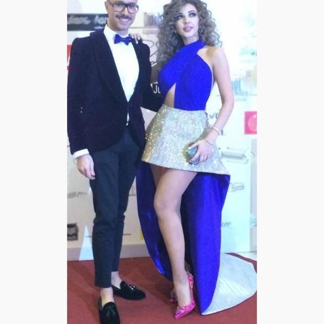 Royal Blue Cabestro Satén Myriam Fares Vestidos de La Celebridad 2017 Trasero Largo Delantero Corto Sin Respaldo Vestido de Fiesta con Falda Vestidos de Oro