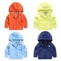 Мальчик ветрозащитный пальто цвета 2017 новая коллекция весна детской одежды ребенка Толстовка U2276