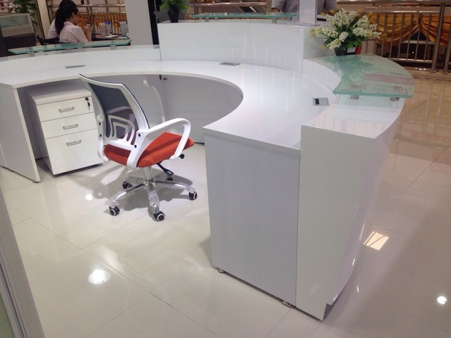 High Quality Semi Circle Half Round Exhibition Gl Top Reception Counter Desk Design For