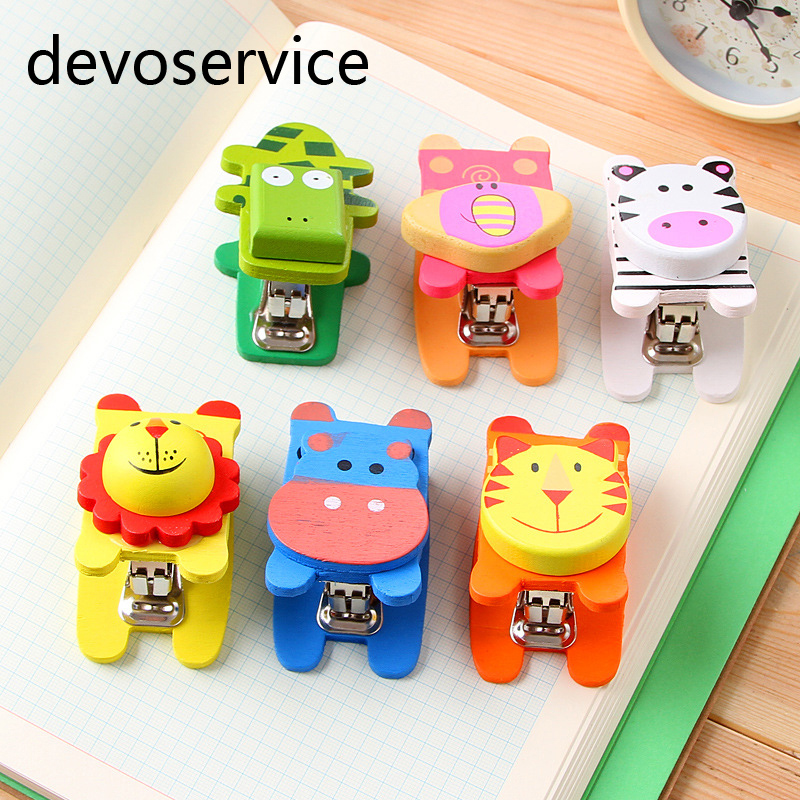 1PCS Cartoon Cute Mini Wood Stapler Pocket Manual Stapler Paper Binding Binder Paperclip Stationery Products
