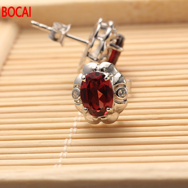 цена на The supply of new 925 Silver Plated rose gold inlaid garnet earrings earrings factory direct wholesale