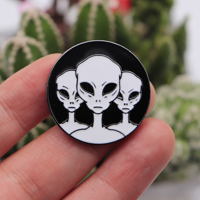 30pcs lot Black and White Line Art Brooches for Men Extraterrestrial Enamel Pins for Kids Lapel
