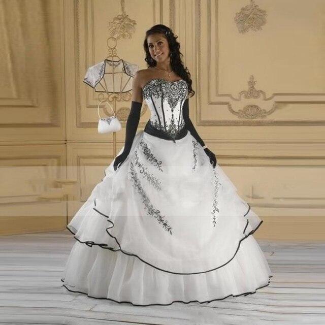 ecacc1f432ca Vintage Gothic Bianco e Nero Abiti Da Sposa Ball Gown Sweetheart Senza  Maniche In Pizzo Lunghezza