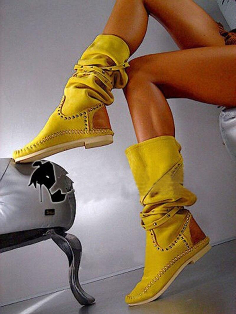 Для женщин заклепками ремень Туфли без каблуков сапоги до колена желтые замшевые кожаные осенние ботинки для верховой езды круглый носок п