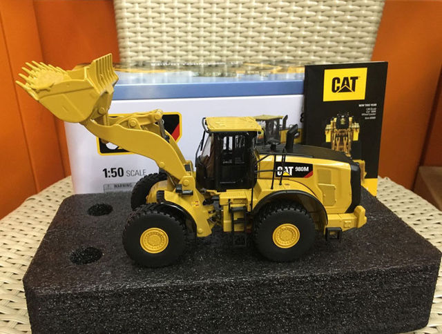 caterpillar cat 980m wheel loader 1 50 scale metal by diecast masters 85543