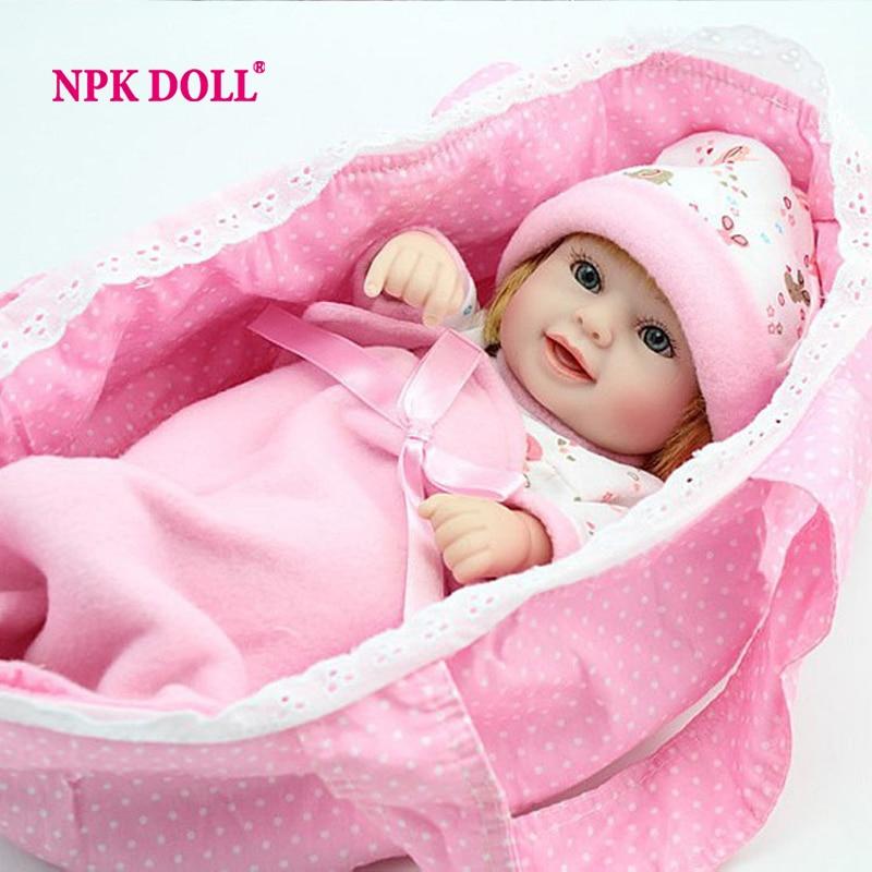 NPK Mini Reborn Baby Puppe 10 zoll Vinyl Baby Lebendig Spielzeug Mädchen Geschenk Korb Kissen Decken Outfit Volles silikon