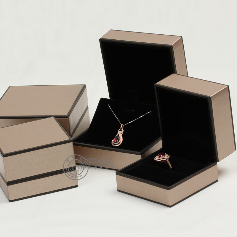 Fashion Brand Style Gift Box jewelry Case For Pendant or Necklace With A Outsourcing Box 2 Solid color Blow and White color