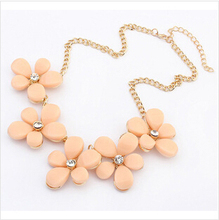 SF-094 2014 Newest Jewelry Wholesale Price European Fashion Metal Flower Sweet Temperament Short Necklaces Free Shipping