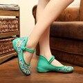 Frete Grátis Novo 2017 Moda Feminina Flats Estilo Chinês Velho Beijing Bordado Sapatos de Pano Preguiçosos das Mulheres Plus Size 34-41